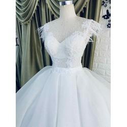 áo cưới trắng giá mềm tay gắn lông đà điểu