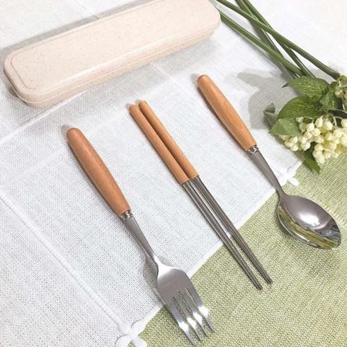 Bộ đũa, thìa dĩa cán gỗ
