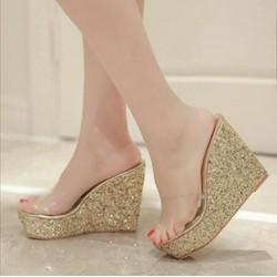 Giày đế xuồng quai cách điệu màu ánh kim