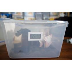 Hộp chống ẩm máy ảnh kèm 2 gói hút ẩm xanh và ẩm kế điện tử gắn sẵn