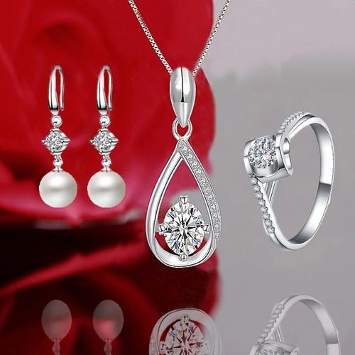 Bộ trang sức bạc cao cấp quà tặng ngọt ngào dây chuyền bông tai nhẫn đính pha lê lấp lánh - 21095062 , 24235062 , 15_24235062 , 250000 , Bo-trang-suc-bac-cao-cap-qua-tang-ngot-ngao-day-chuyen-bong-tai-nhan-dinh-pha-le-lap-lanh-15_24235062 , sendo.vn , Bộ trang sức bạc cao cấp quà tặng ngọt ngào dây chuyền bông tai nhẫn đính pha lê lấp lánh