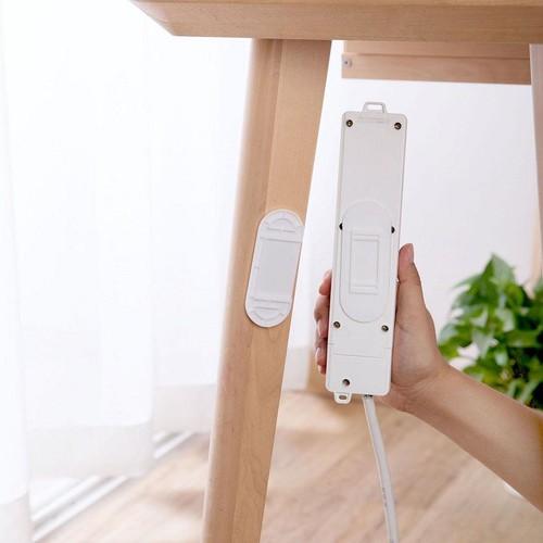 Miếng nhựa dán tường treo ổ cắm điện tiện lợi giaydahuytuan -  miengnhuatreoocam