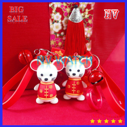 Móc khóa hình con chuột mặc áo đỏ cho năm mới Canh Tý 2020