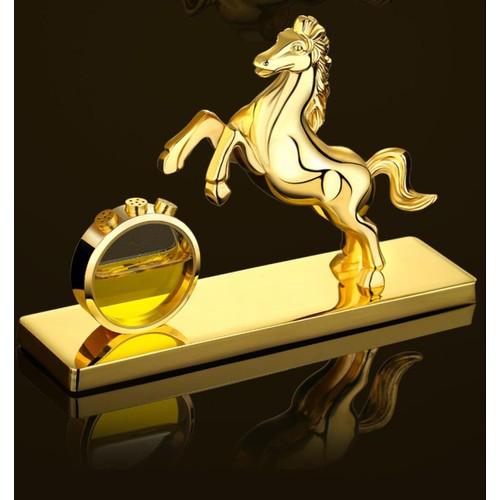 Nước hoa ngựa mạ-vàng trên ô tô 72501