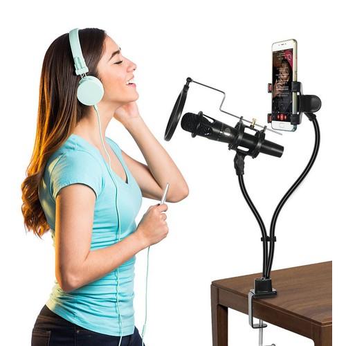 Kẹp mic và điện thoại livestream