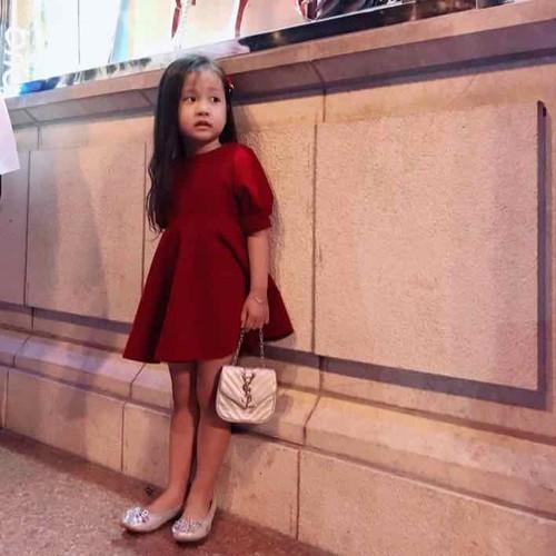 váy nhung cho bé gái