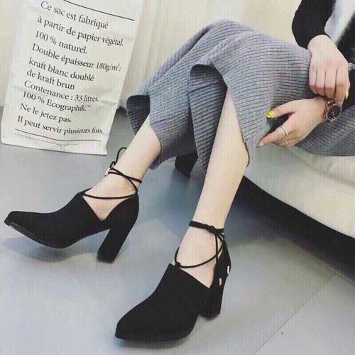 Giày gót trụ dây buộc tu
