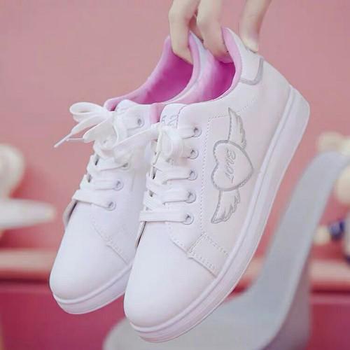 Giày sneaker nữ cổ thấp tim đẹp