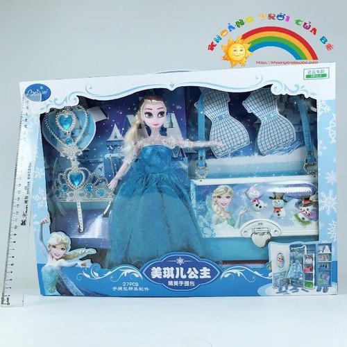 Elsa Thay Đồ Kèm Túi Xách