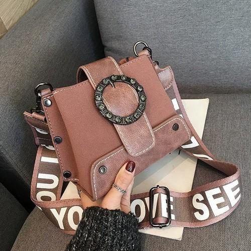 Túi đeo chéo nữ dáng hộp dây chữ bản to tán đinh sườn - 10581209 , 16034804 , 15_16034804 , 300000 , Tui-deo-cheo-nu-dang-hop-day-chu-ban-to-tan-dinh-suon-15_16034804 , sendo.vn , Túi đeo chéo nữ dáng hộp dây chữ bản to tán đinh sườn