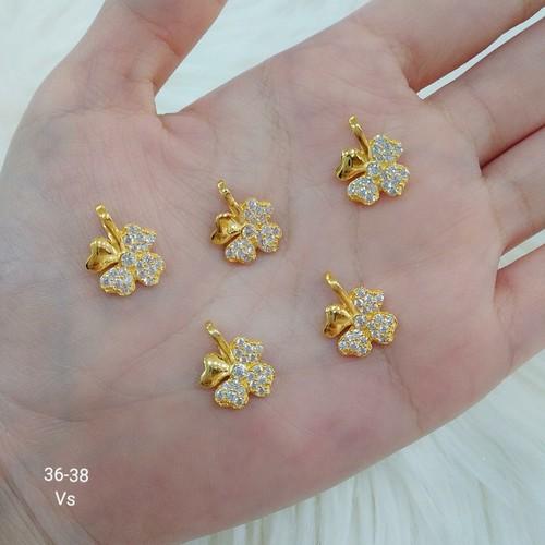 Mặt dây chuyền cỏ bốn lá vàng gắn đá - 7148246 , 13866413 , 15_13866413 , 890000 , Mat-day-chuyen-co-bon-la-vang-gan-da-15_13866413 , sendo.vn , Mặt dây chuyền cỏ bốn lá vàng gắn đá