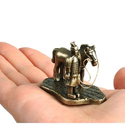 Đồ trang trí thủ công quân sự cổ xưa