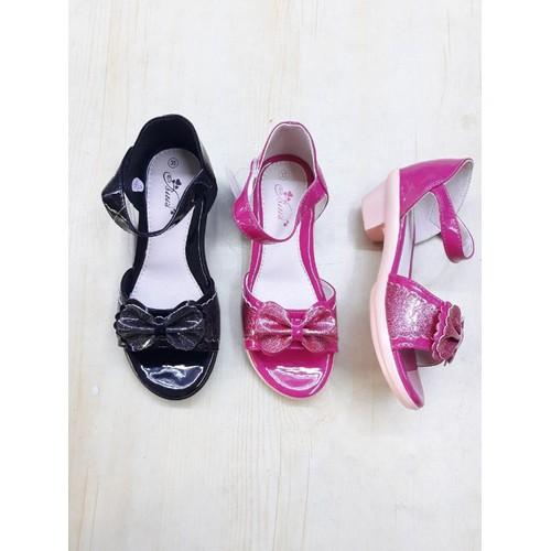 Giày sandan thời trang bé gái