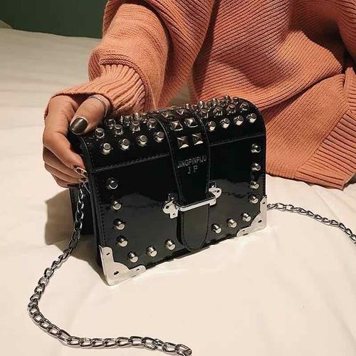 Túi xách da bóng viền đinh chất đẹp