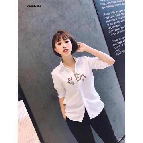 áo sơ mi trắng hoạ tiết