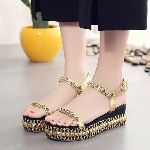 Giày sandal nữ đế xuồng tán đinh
