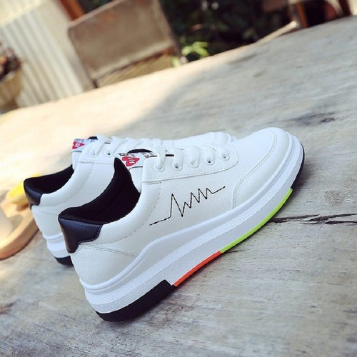 Giày sneaker nữ màu trắng điểm nhịp tim, viền màu - 6656674 , 16695650 , 15_16695650 , 358000 , Giay-sneaker-nu-mau-trang-diem-nhip-tim-vien-mau-15_16695650 , sendo.vn , Giày sneaker nữ màu trắng điểm nhịp tim, viền màu