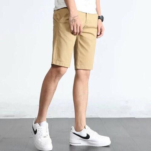 Quần short nam vải đũi màu vàng