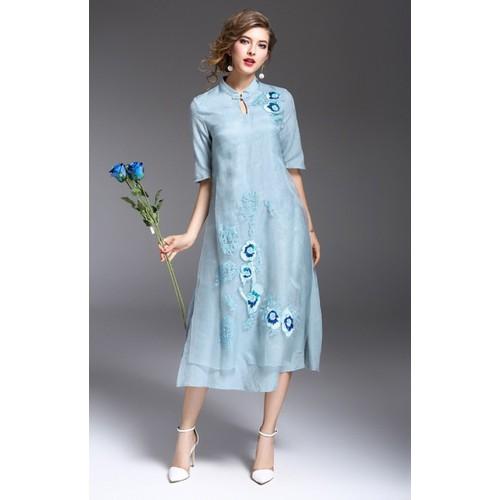 Đầm trung niên họa tiết thêu và đính kim sa