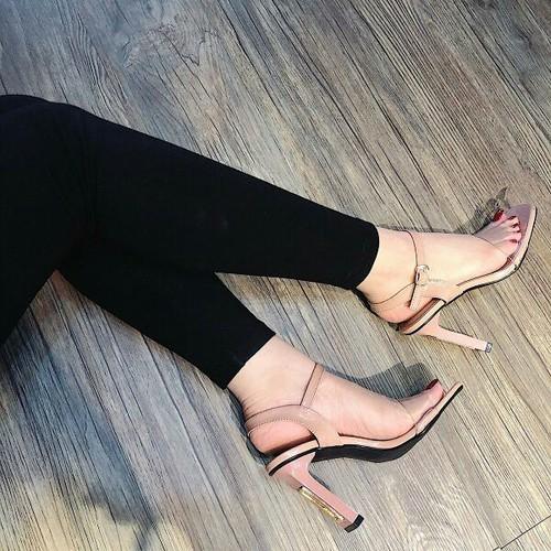Giày sandal cao gót quai trong