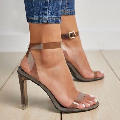 Giày cao gót quai ngang trong suốt