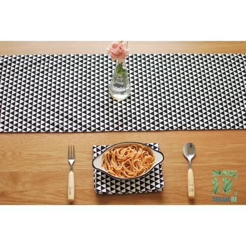 Khăn trải bàn dài tam giác trắng đen