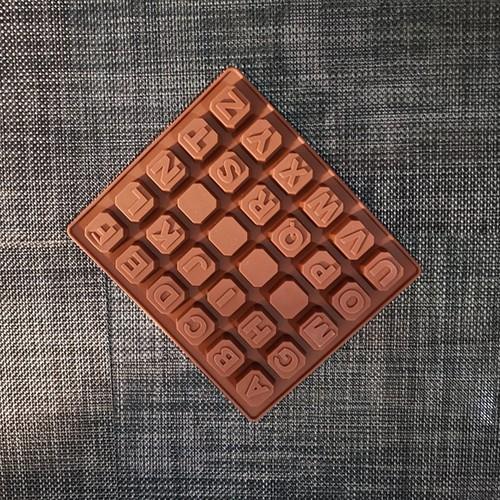Khuôn silicon chữ cái 3d nổi 2cm x 1.6cm
