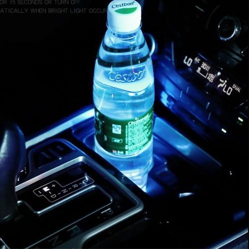 Lót hộc để nước trên xe ô tô có đèn led