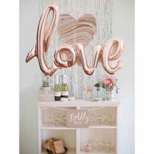 Bóng chữ Love liền kèm keo dán