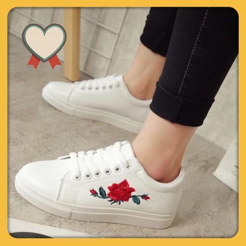 Giày nữ trắng thêu hoa hồng cực đẹp