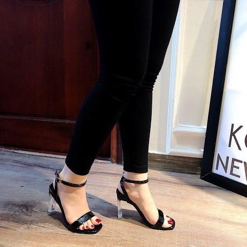 Giày cao gót đế trong thời trang