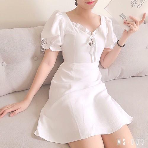 Đầm trắng viền bèo