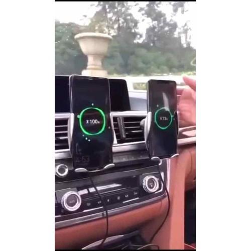 Kẹp điện thoại trên ô tô kiêm sạc không dây