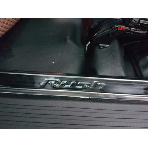 Ốp bậc trong Titan xe Toyota RUSH
