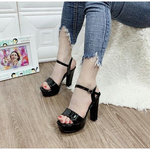 Giày sandal cao gót siêu sang
