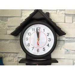 Đồng hồ treo tường hình mái nhà