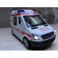 Mô hinh Ô Tô xe Cứu thương Mercedes tỷ lệ 1:32