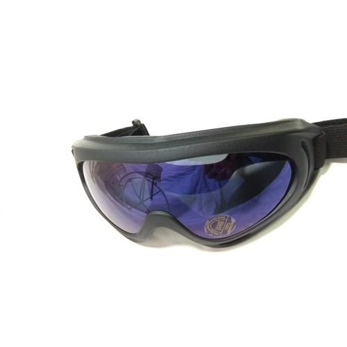 Kính đi phượt UV400 giúp bạn ngăn bụi khi bạn đi xe, tránh được các tia UV từ tia nắng mặt trời