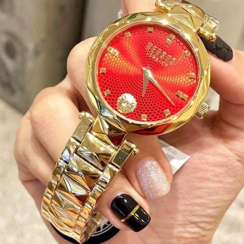 Đồng hồ nữ VERSUS BY VERSACE chính hãng SCD190016 size 36mm, mặt đỏ, dây vàng gold. Liên hệ GB Shop: 0947356624