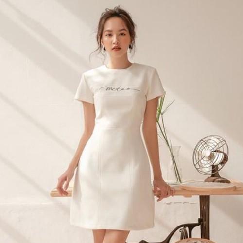 Đầm trắng thêu