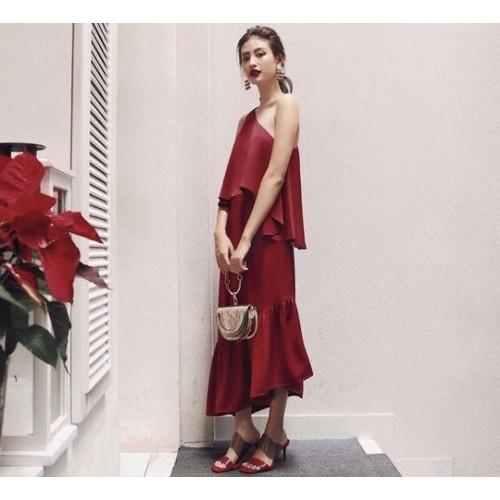 Đầm đỏ lệch vai form dài