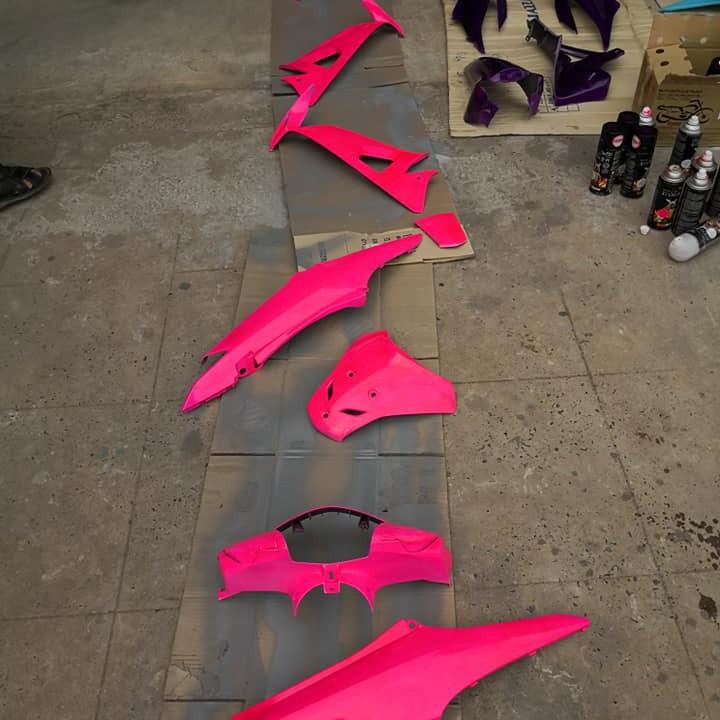 53 _ Chai sơn xịt sơn xe máy Samurai 53** màu hồng huỳnh quang  _ Fluorescent Pink   sơn mâm xe máy và nhựa 7