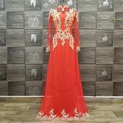 Áo dài cưới đỏ kết ren vàng độc đáo