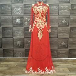 Áo dài đỏ truyền thống điểm ren nổi bật