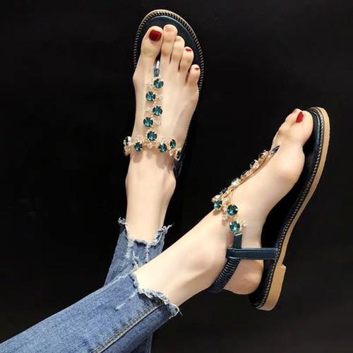 Giày sandan xỏ đá