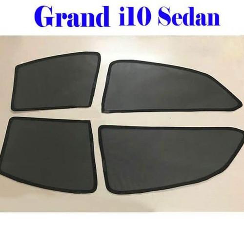 Rèm che nắng theo xe GRAND i10  Sedan có 4 miếng cho 4 cánh cửa xe hơi  Sử dụng dễ dàng bằng cách đưa rèm lên sát mặt kính xe, nam châm trên rèm sẽ giúp rèm cố định chặt trên khung cửa kính