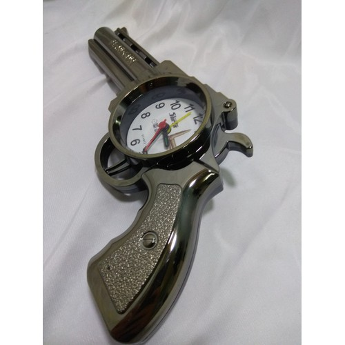 Đồng hồ để bàn hình Clock có báo thức đầy đủ