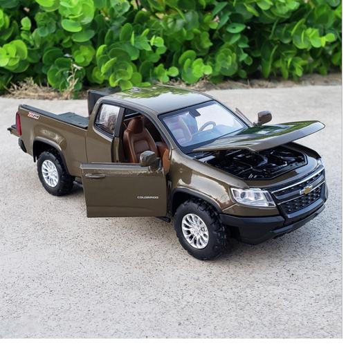 Đồ chơi xe mô hình ô tô Chevrolet  colorado MÀU NÂU xe bằng sắt chạy cót mở full các cửa xe có đèn và âm thanh