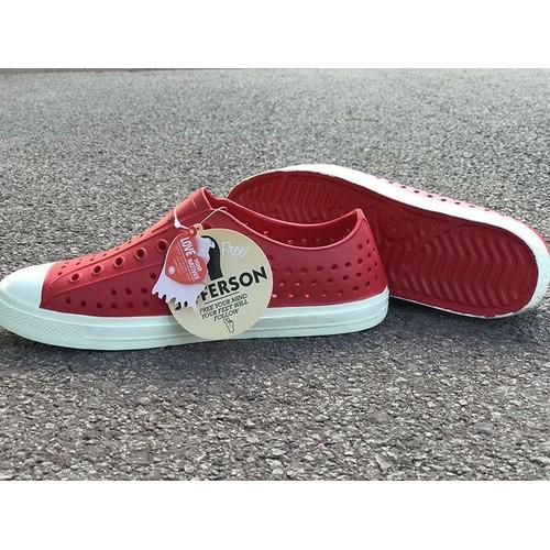 Giày Native Jefferson - Giày nhựa Eva siêu nhẹ, không thấm nước - Giày đi biển - Màu Đỏ