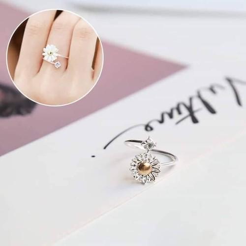 Nhẫn hoa mai hột đá